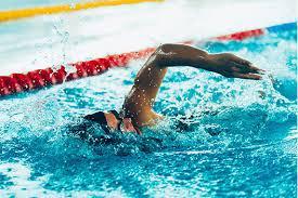 nuotatore in vasca