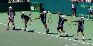 Successione dei movimenti in un servizio a tennis